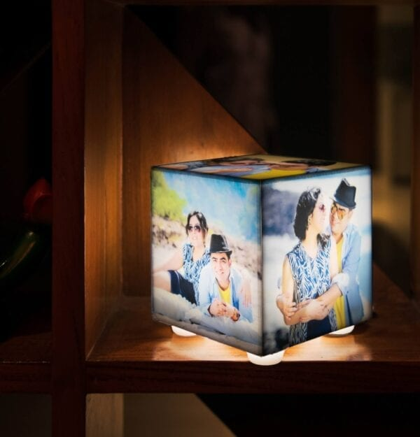 Cube lamp with 5 photos